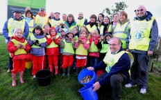 Lions and Rainbow group go daffodil planting in Okehampton.
